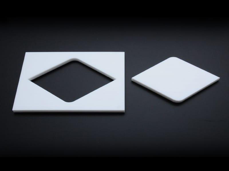 흰색 Teflon® 레이저 절단 다이아몬드 형상 절단부