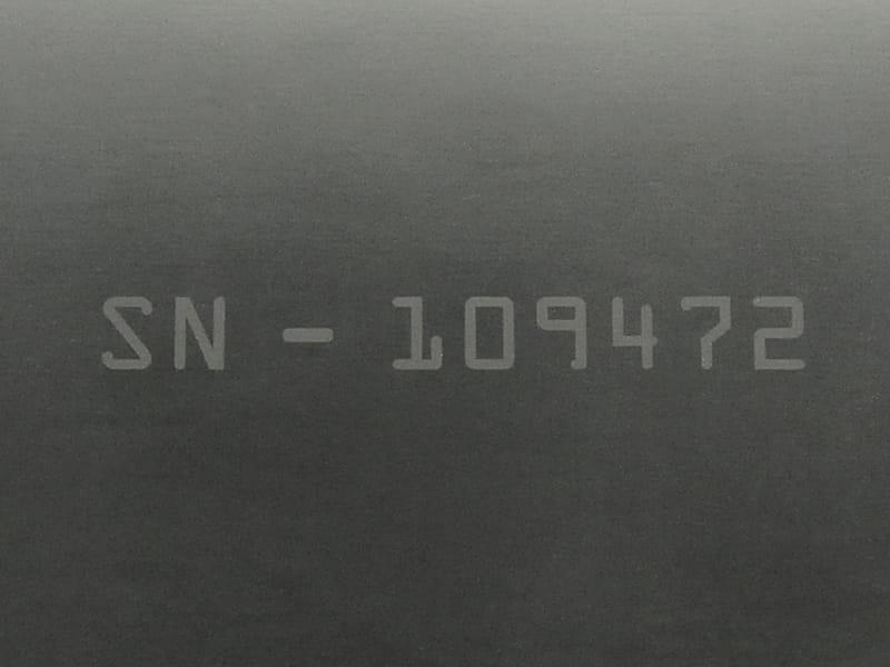 ألياف ®Viton منقوشة بالليزر على سطح برقم تسلسلي